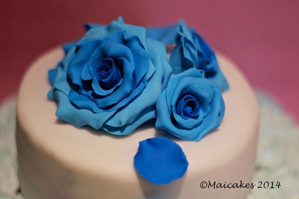 dettaglio torta rose blu